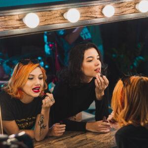 spogulis ar gaismām
