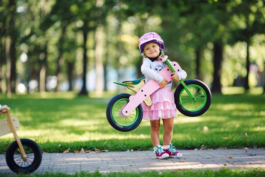 Bērns ar Dip Dap riteni