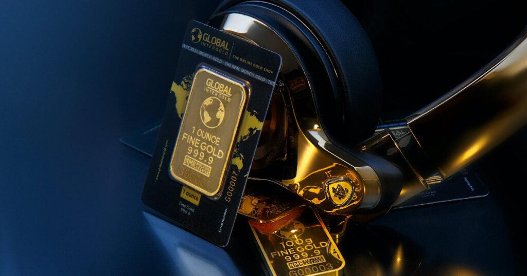 zelta atslēgas piekariņš